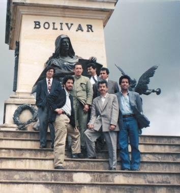Petro y otros camaradas con su amigo Hugo Chávez, financiador de las FARC