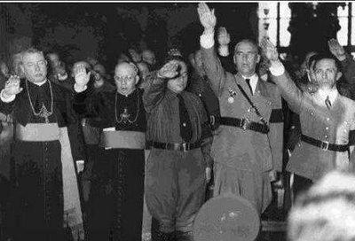 Celebrando la firma del concordato entre nazis y el Vaticano.