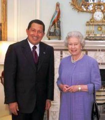 Hugo Chávez y la reina Isabel II, mandadero y jefa en la agenda socialista