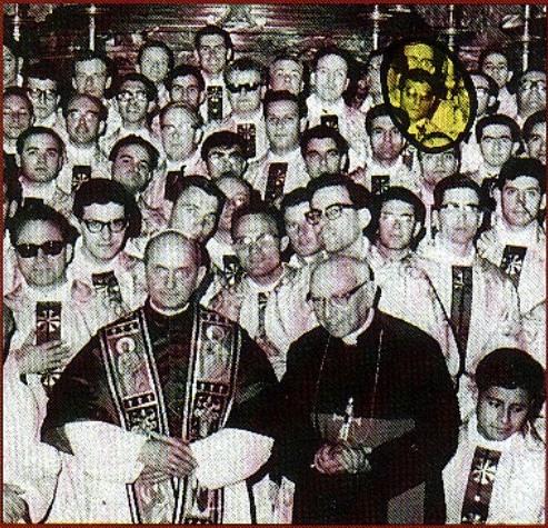 El cura Manuel Pérez, líder fundador de los narcoterroristas del ELN. Pérez fue ordenado sacerdote directamente por Pablo VI, cuando el criminal contaba con 21 años de edad. Luego fue enviado a Colombia