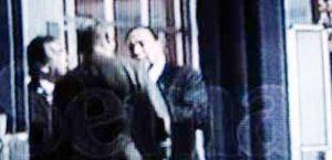El mafioso Giorgio Sale con su amigo el magistrado Escobar, en el Puente Aéreo de Bogotá