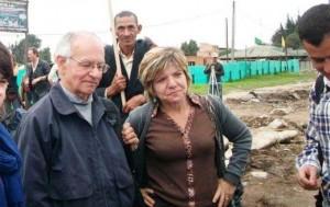 El cura jesuita Javier Giraldo y Gloria Cuartas, tal para cual