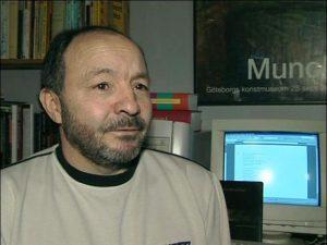 Víctor Rojas. Luego de huir de la justicia colombiana, se convirtió en poeta y traductor. Vive en Suecia