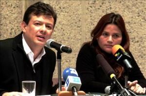 Hollman Morris y Claudia Julieta Duque, del Colectivo Alvear Restrepo y periodista difamadora del ejército, odia a muerte al presidente Uribe