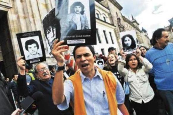 """René Guarín Cortés, guerrillero del M-19, vociferando por los supuestos """"desaparecidos"""", un negocio más con el Alvear Restrepo"""