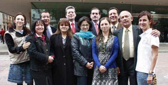 ¿SE MAQUINA OTRA ESTAFA DEL COLECTIVO ALVEAR Y LA FISCALÍA A LOS COLOMBIANOS?