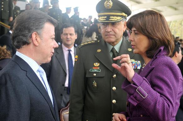 ¿GOBIERNO DE SANTOS OBLIGA A POLICÍAS A MARCHAR POR LAS FARC?