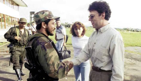 Juan Manuel Santos e Iván Ríos, en el Caguán