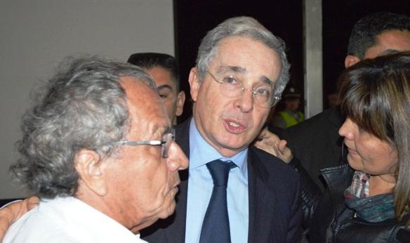 Colombia le pide al presidente Álvaro Uribe que encabece lista al Senado
