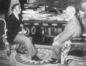 Dalí, en audiencia con el General F. Franco