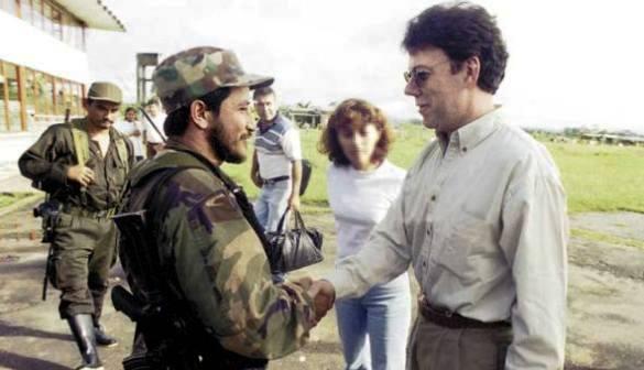 """Las cordiales relaciones de Santos con las FARC son muy antiguas. Aquí, con """"Iván Ríos"""""""