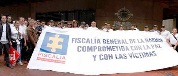 El Fiscal Montealegre obligó a los empleados de la Fiscalía a marchar hasta la Procuraduría y vociferar en contra de Ordóñez, en favor de las FARC