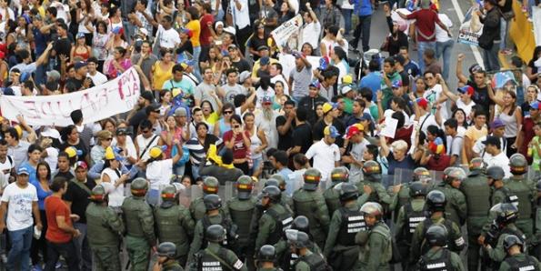 Desórdenes y muertos por robo de elecciones a Capriles