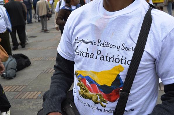 Marchante del 9 de abril de 2013, con camiseta de la marcha Patriótica (Foto Periodismo Sin fronteras)