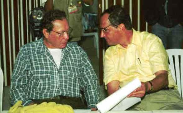 Juan Camilo Restrepo, ex ministro de Agricultura (enemigo de los pequeños y medianos empresarios del campo)  y Tirofijo