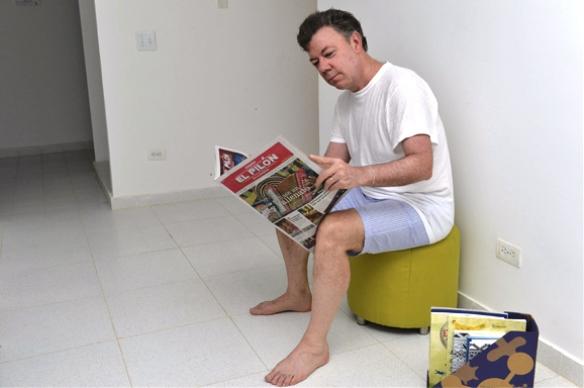 Juan Manuel Santos en Calzoncillos, luchando por las encuestas