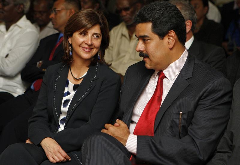 La canciller María Ángela Holguín y Nicolás Maduro