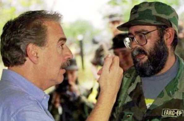 """Pastrana y """"Cano"""". Los diálogos con las FARC siempre han terminado en lo mismo"""