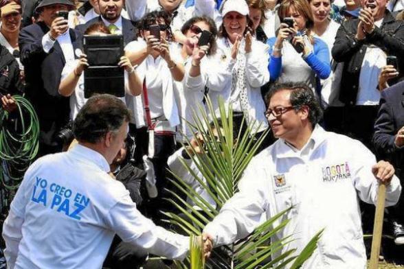 Juan Manuel Santos y Gustavo Petro, en la marcha del 9 de abril