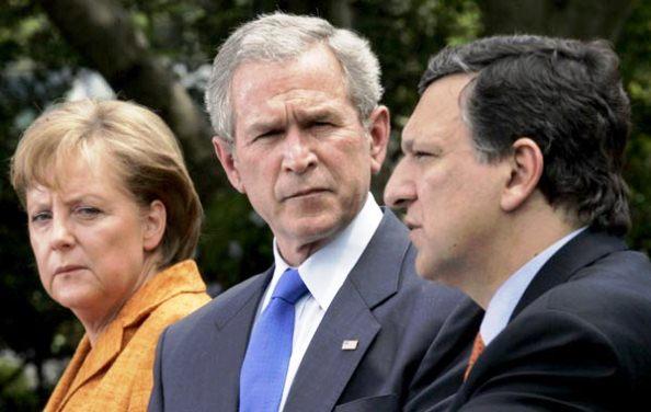 Angela Merkel, presidente de turno de la UE; George Bush, presidente de EEUU en ese entonces, y José Manuel Durao Barroso, presidente de la Comisión Europea