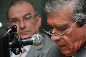 El General Mora Rangel y uno de sus nuevos mejores amigos -además de Sergio jaramillo- Humberto De la Calle