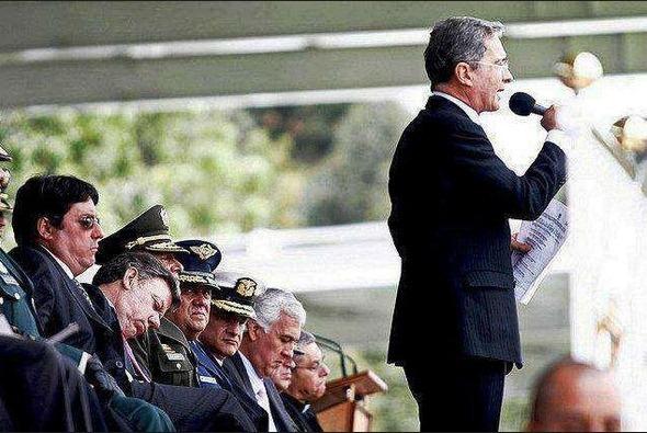Juan Manuel Santos, cuando era ministro de Defensa del presidente Alvaro Urive Vélez