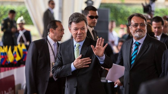 Juan Manuel Santos y Gonzalo Sánchez en la entrega oficial del dichoso informe