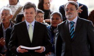 Juan Manuel Santos, orgulloso, presenta el informe de Sánchez sobre la violencia en Colombia