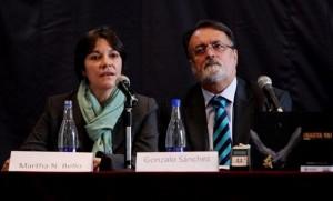 Martha Nubia Bello, coordinadora del infoirme, y el director del Centro Nacional de Memoria Histórica Gonzalo Sánchez