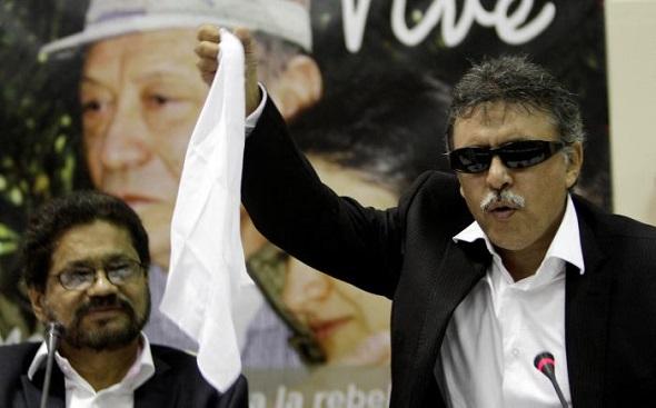 Iván Márquez y Jesús Santrich, burlándose de Colombia