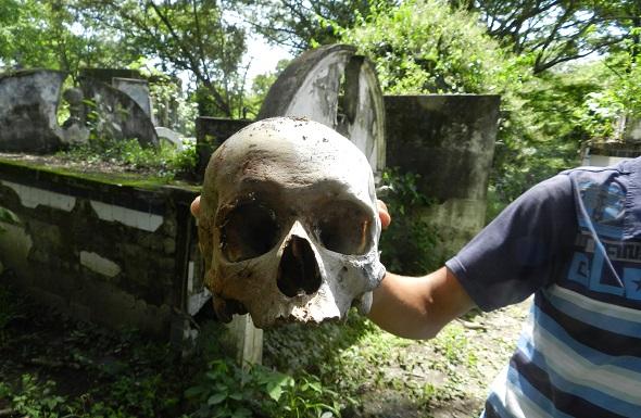 El cementerio de Armero está siendo saqueado
