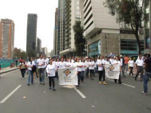 Centro de Memoria Histórica, dirigido por Gonzalo Sánchez, marchando el 9 de abril de 2013 a favor de diálogo con las FARC