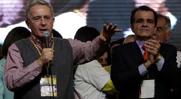 Álvaro Uribe y el candidato ganador de la convención uribista, Oscar Iván Zuluaga