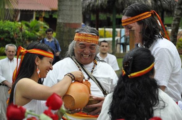 Suaga Gua, heredero de las costumbres ancestrales muiscas. Aquí en un ritual donde se utiliza la chicha