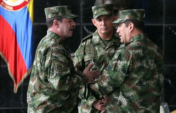 En el centro, el General Jaime Lasprilla, nuevo comandante del Ejército