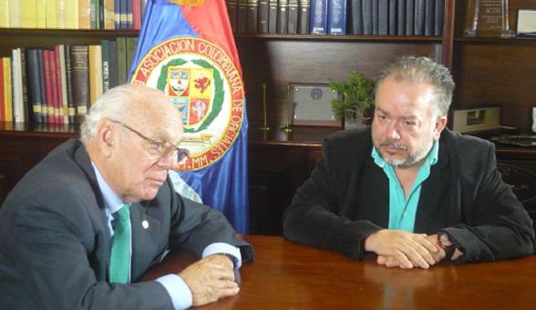 El General Jaime Ruíz Barrera, entrevistado por Ricardo Puentes (Foto Claudia Balbín)