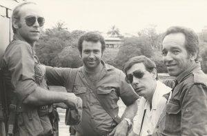 """A la izquierda, el coronel Antonio de la Guardia, """"amigo"""" de Gabo, quien lo sacrificó en aras de la imagen de Castro"""