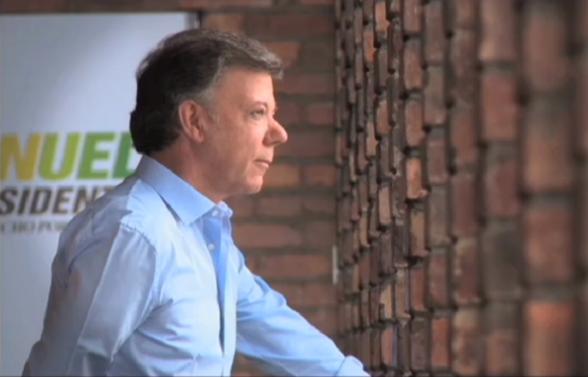 """Escena del cínico comercial de la campaña """"Santos Presidente"""""""