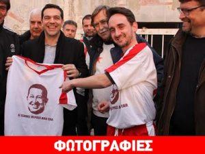 Alexis Tsypras en un campeonato de futbol en honor de Hugo Chávez
