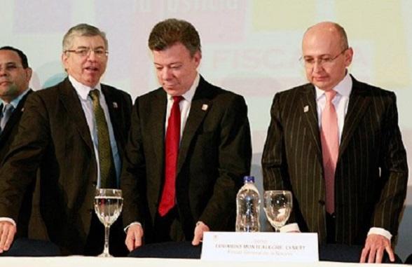El Fiscal Montealegre en compañía de sus mentores Juan Manuel Santos y César Gaviria