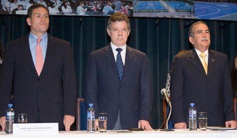 El ministro Pinzón, el presidente Juan Manuel Santos y el rector de la Militar, Herrera Berbel, en la celebración de los 30 años de la Universidad