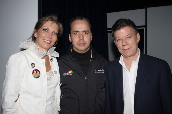 JJ Rendón en medio de Juan Manuel Santos y su esposa