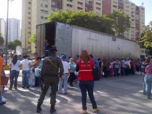 Fila en Venezuela para poder comprar papel higiénico