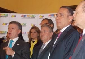 Gerlein y otros miembros del partido Conservador adhiriendo a la campaña Santos