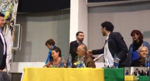 Andrés Villamizar es felicitado por Iván Cepeda en una reunión política de la extrema izquierda