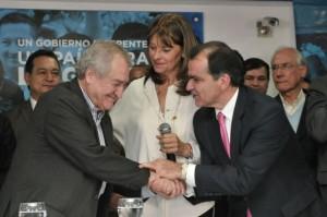 Oscar Iván Zuluaga celebra la adhesión de Martha Lucía Ramirez