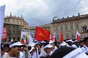 Banderas de Juco, Partido Comunista, Polo Democrático, Marcha Patriótica, UP, M-19.. Todos juntos en la Marcha del 9 de abril de 2013 en apoyo a las FARC