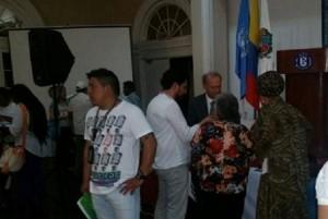 ¿Qué hacen Piedad Córdoba e Iván Cepeda en un foro de víctimas ?