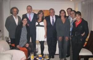 Ángela Giraldo, en otra reunión social junto a Ernesto Samper y Ramón Jimeno, entre otros