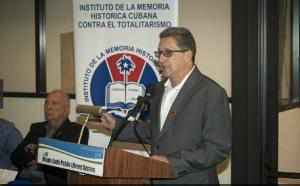 Pedro Corzo, presentando el evento